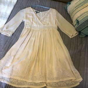 Cream dress sz 6 bell sleeve beautiful embroidery